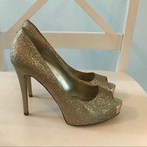 Guess Gold Glitter peep toe platform heels 💕